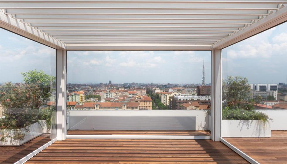 Puedo instalar una pérgola bioclimática en mi terraza de Barcelona